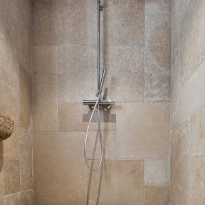 Natural shower - Stone floor and wall