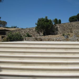 Cèdre Honey : natural stone staircase - Sandblasted finish