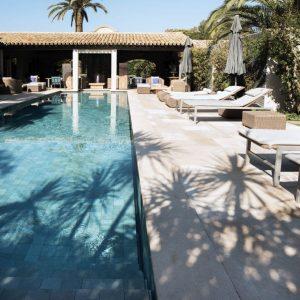 Le Pré de la Mer Hotel - Swimming pool beach and natural stone coping