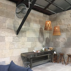Shop layout, natural stone wall siding – Cèdre Gray, Cèdre Bronze, Cèdre Honey and Jericho Stone