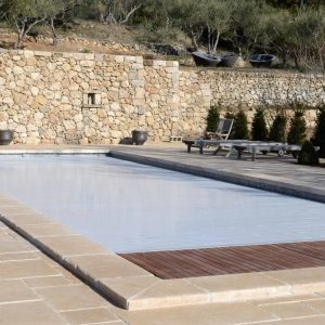 Natural stone pool beach and sides Cèdre Bronze - Cathedral finish