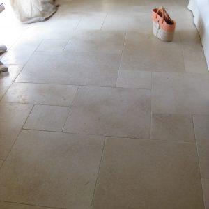 Natural stone charm in floor covering - Crema Nova slab - Honed finish